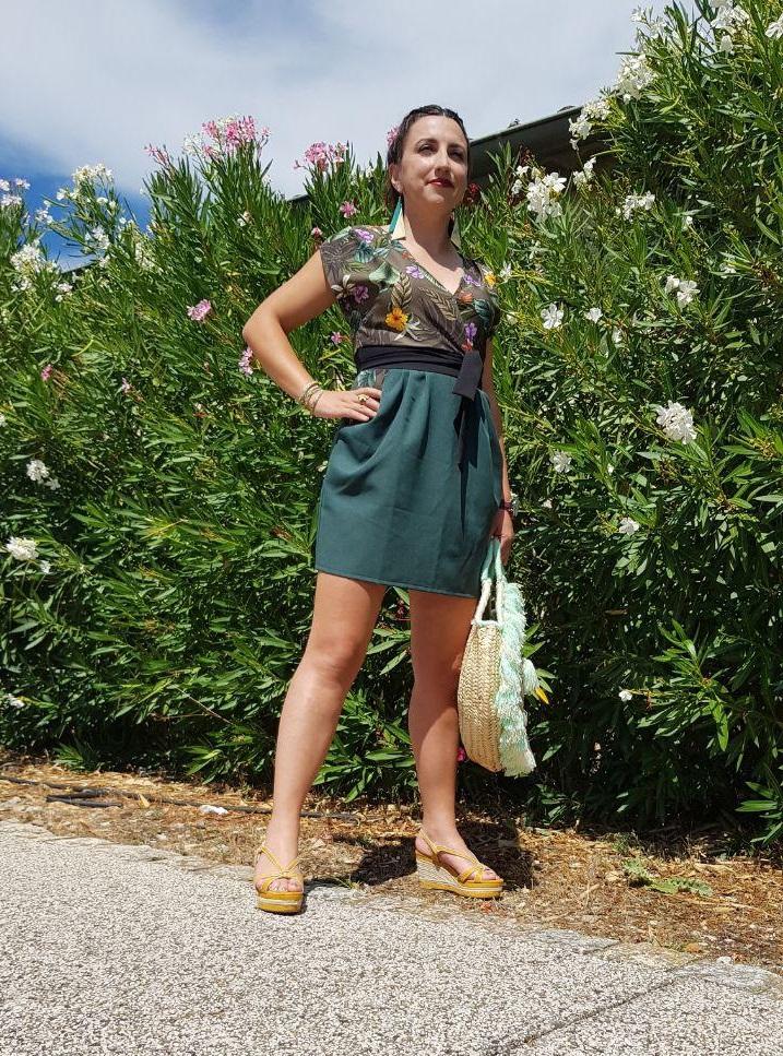 Photo contre-plongée plain pied, robe et accessoires