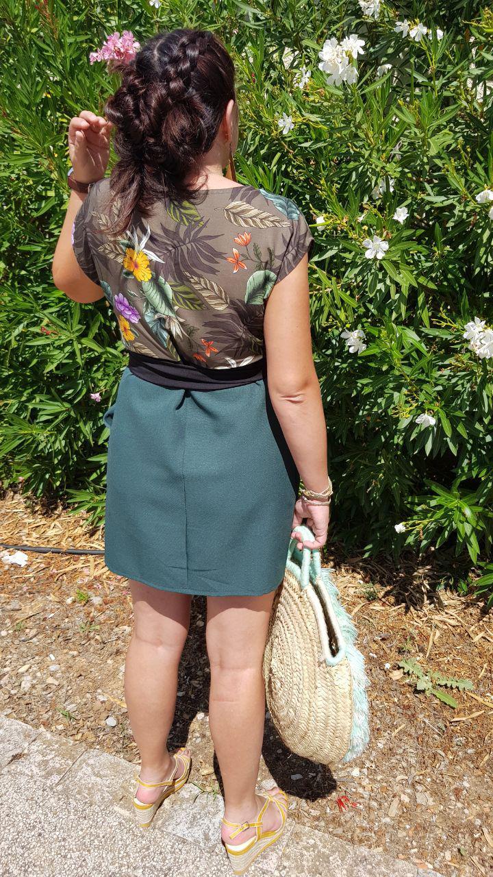 Photo plain pied de dos, accessoires et robe